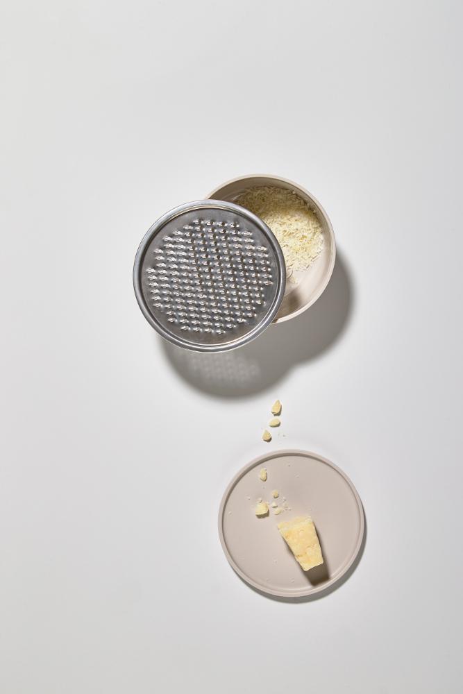 Frische-Box. Das Aufbewahrungssystem Peili mit Käsereibe von Zone Denmark