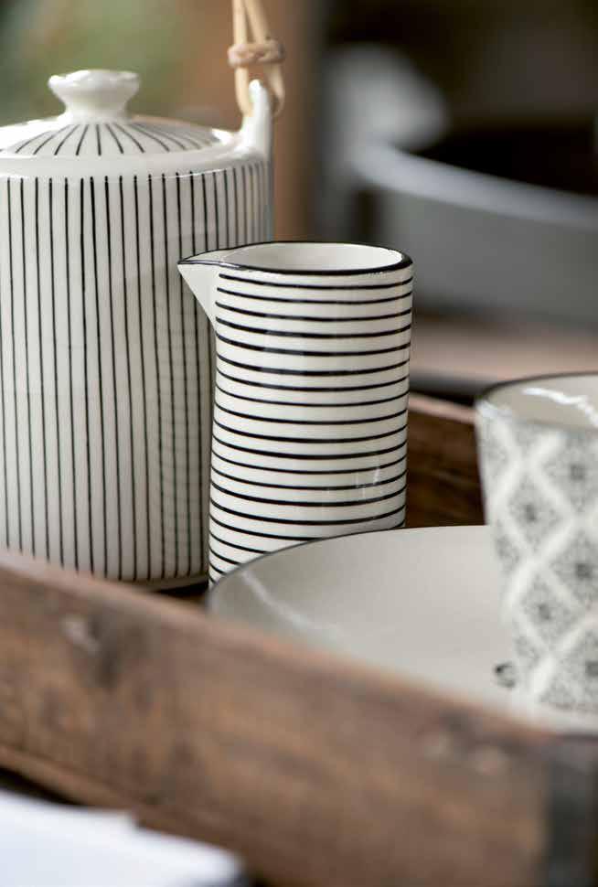 Streifenporzellan und Küchenkeramik