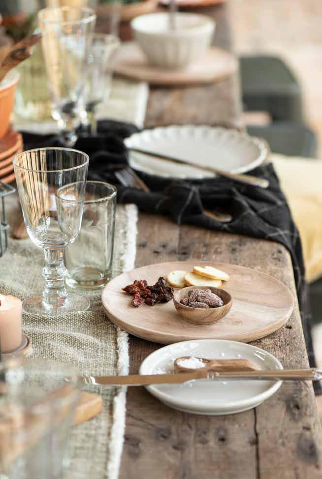 Tischdeko für den Esstisch mit Leinenstoffen