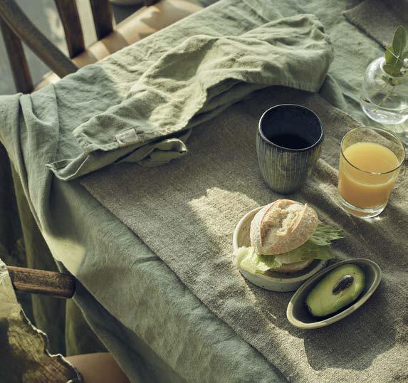 Tischdekoration und Tischdecken in avocado