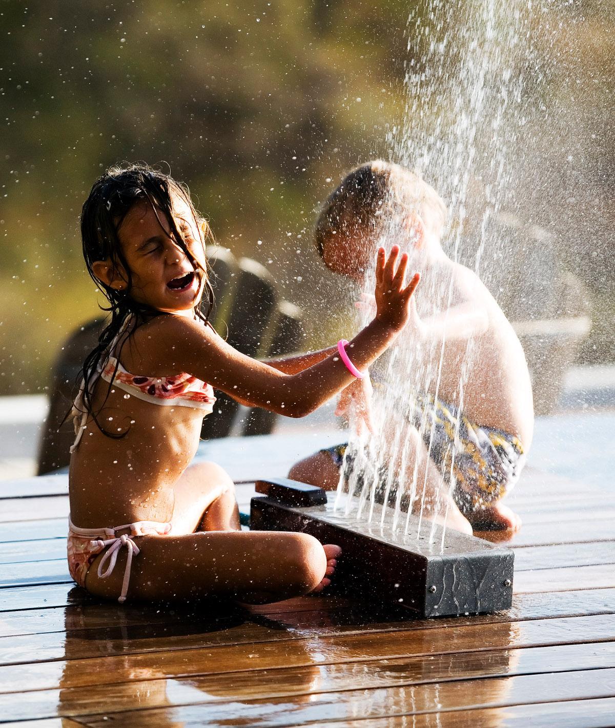 Gartenduschen -Wasserspiele im Garten