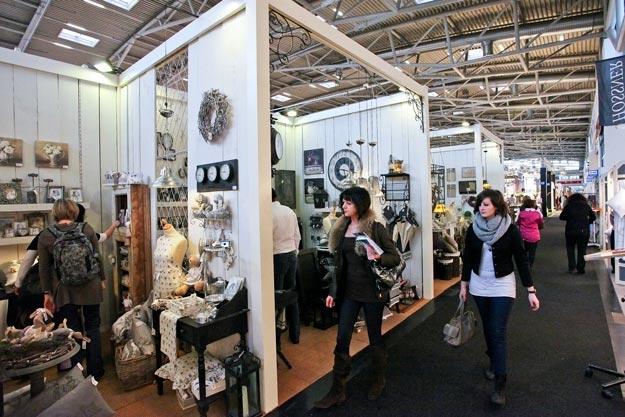 and again- Shopping-Shopping-Shopping bei Ib Laursen