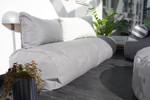 Outdoor und Terrassenmöbel comfy terrace von Trimm Copenhagen mit zwei Kissen