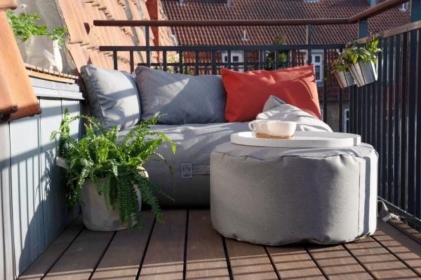 Outdoor und Terrassenmöbel cozy balcony von Trimm Copenhagen, oranges Kissen