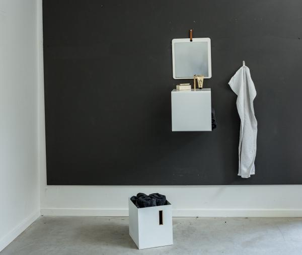 Wandregal aus Metall in weiß von Anne Linde im Badezimmer
