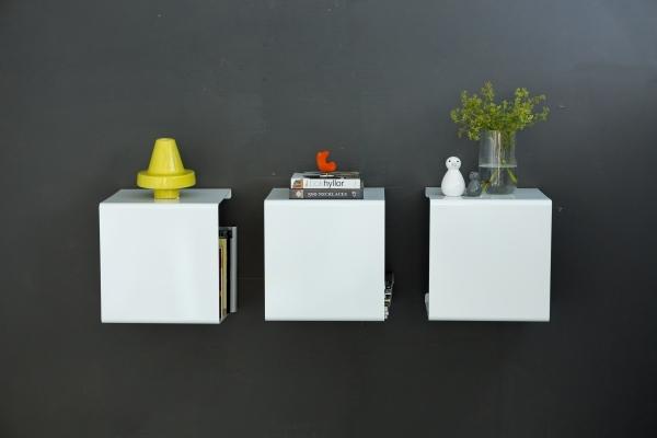 Wandregal aus Metall in weiß von Anne Linde für Bücher