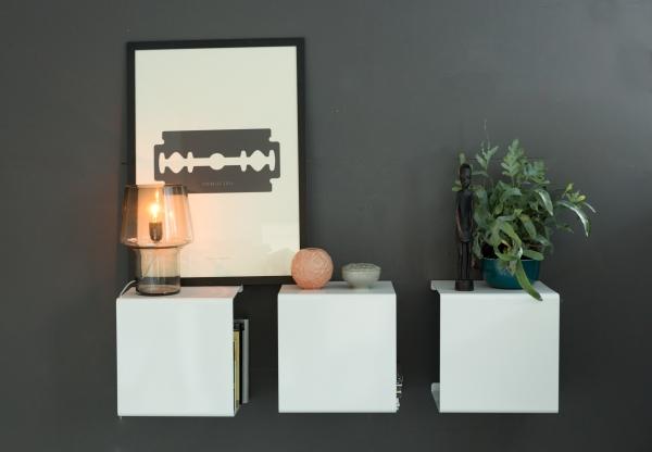 Wandregal aus Metall in weiß von Anne Linde für Lampen und Vasen