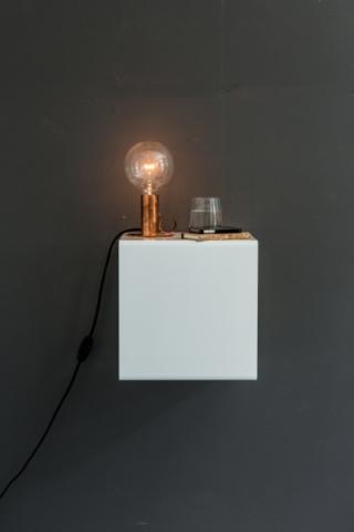 Wandregal aus Metall in weiß von Anne Linde als Tischlampe