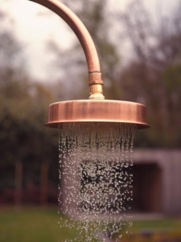 DIY Gartendusche mit weichem Wasseraustritt