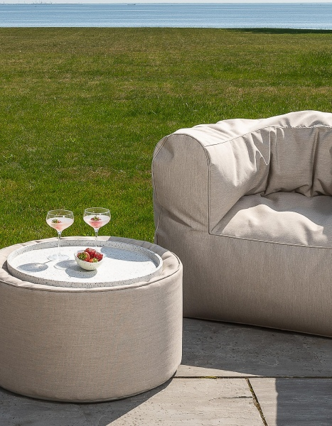 Skandinavische Sitzsäcke mit Lehne und Beistelltisch
