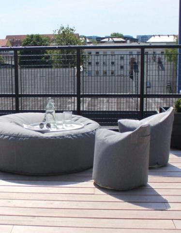 Weiche Gartenmöbel von Trimm Copenhagen auf der Terrasse.
