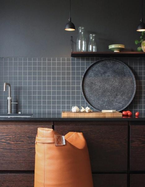 Ein nordisches Sitzkissen als Küchenstuhl.
