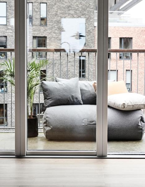 Sitzsäcke und Liegesäcke zum entspannen auf dem Balkon