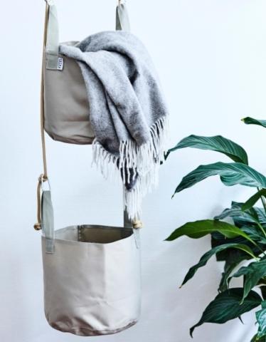 Hängende Pflanzenhüllen für frische Luft.